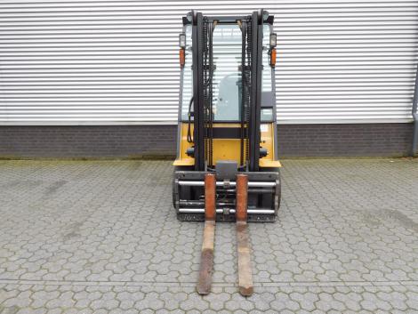 6217_Caterpillar EP25K PAC 2500 kg elektrische heftruck (5)