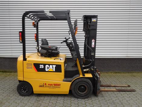 6217_Caterpillar EP25K PAC 2500 kg elektrische heftruck (9)