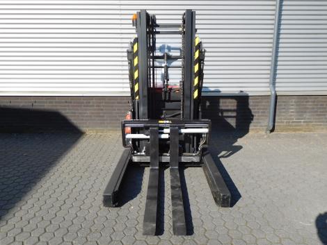 6255_BT SPE120XR 1200 kg stapelaar met pantograaf en sideshift & vorkversteller (11)