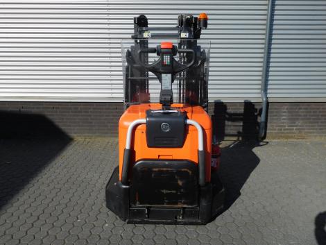 6255_BT SPE120XR 1200 kg stapelaar met pantograaf en sideshift & vorkversteller (9)