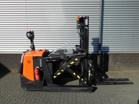 6255_BT SPE120XR 1200 kg stapelaar met pantograaf en sideshift & vorkversteller (6)