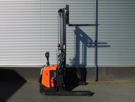 6255_BT SPE120XR 1200 kg stapelaar met pantograaf en sideshift & vorkversteller (4)