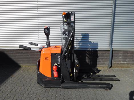 6255_BT SPE120XR 1200 kg stapelaar met pantograaf en sideshift & vorkversteller (3)