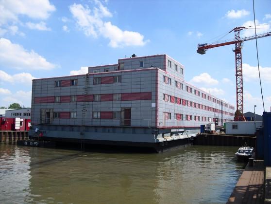 Ponton met woonunits Werkendam