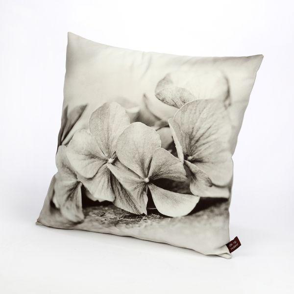 HUGS sierkussen Hortensiablaadjes zwart/wit