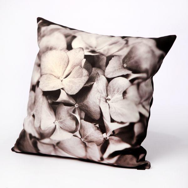 HUGS sierkussen Hortensia zwart/wit