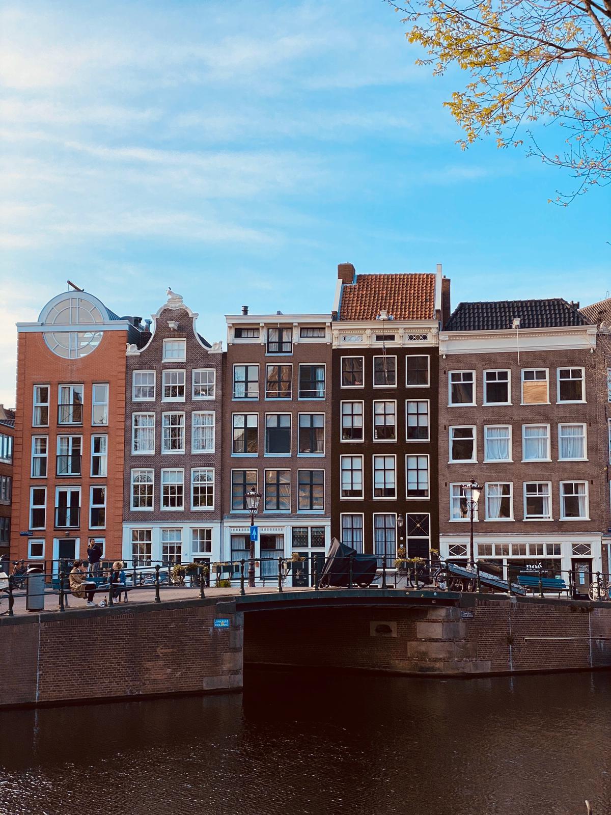 JOVD Amsterdam roept GroenLinks op: laat vrije markt bepalen of  'mondkapjes-winkel' gewenst is