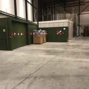 Een brandwerende opslagcontainer K40 Chemie Fireguard en een brandwerende inloopkluis type 7-2C