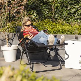 Comfortabele ligstoel voor in de tuin