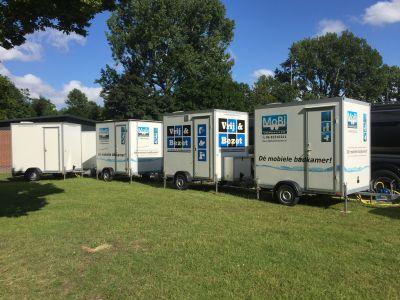 4 mobiele badkamers geplaatst.