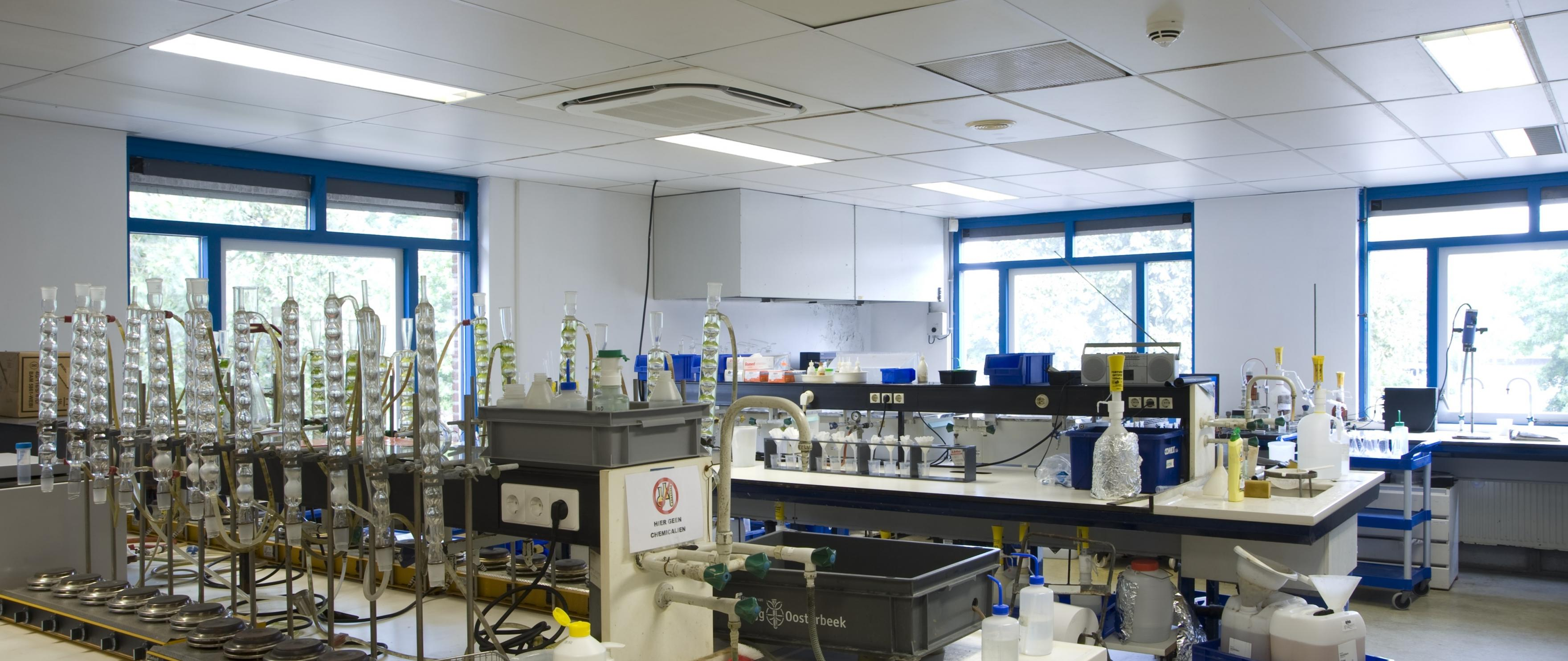 Vervangen verlichting in laboratorium