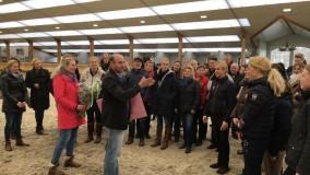Leuk Stalbezoek fokkersclub uit Sneek op bezoek bij Platinum Stable