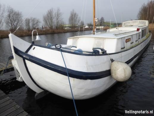 Staal/ijzeren motorjacht, genaamd Witte Walvis gelegen aan de Stommeerweg 2 te Aalsmeer