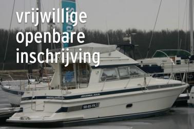 Polyester motorjacht gelegen aan het sluispad Noord 1 Willemstad